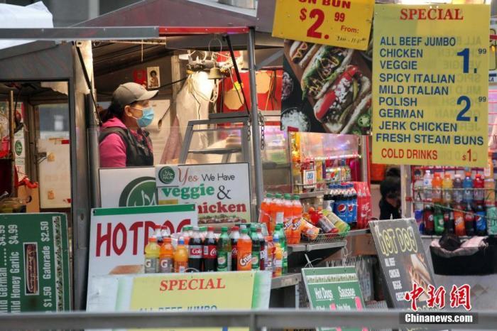 资料图:当地时间1月14日,加拿大多伦多市中心一家食品小摊顾客寥寥。 记者 余瑞冬 摄