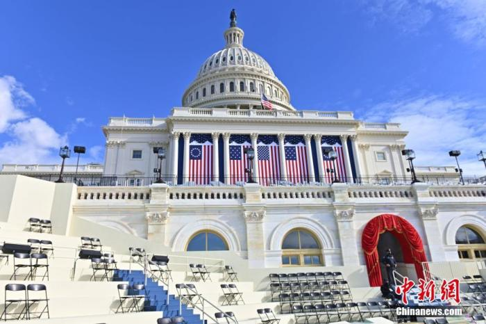 图为1月18日,国会大厦的总统就职典礼礼台。 中新社记者 陈孟统 摄