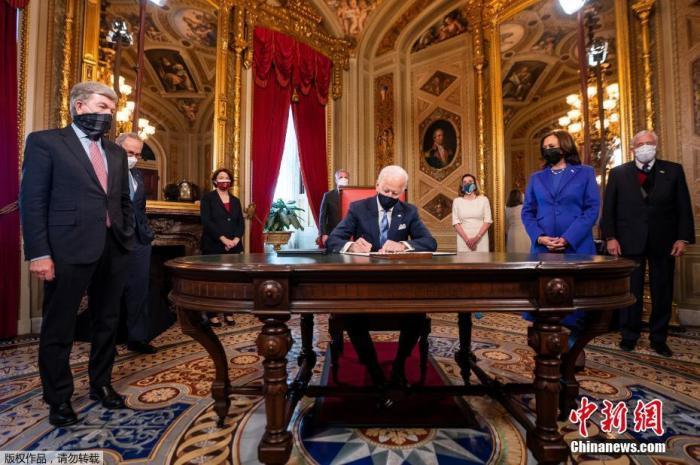 当地时间1月20日中午,美国当选总统、民主党人拜登在国会山正式宣誓就任美国第46任总统。