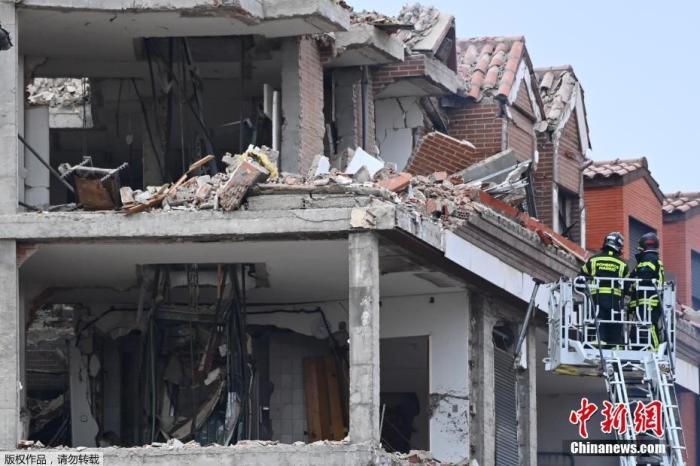 当地时间1月20日,西班牙首都马德里市中心一建筑发生爆炸,事故造成3人死亡、另有11人受伤。其中,遇难者包括一名保加利亚男子。官员证实,爆炸是由气体泄漏引发。图为爆炸现场。