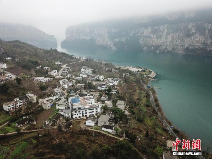 资料图:航拍贵州黔西化屋村。 瞿宏伦 摄