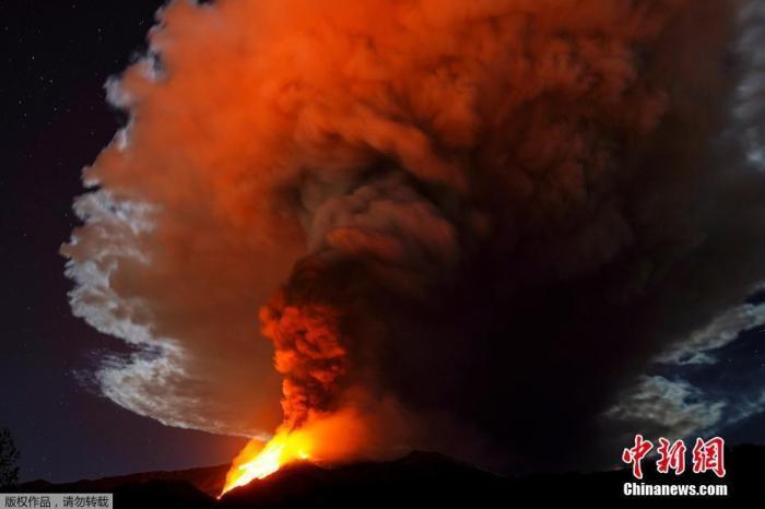 意大利埃特纳火山第10次喷发 西西里多地