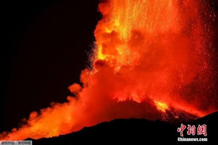 意大利埃特纳火山8天喷发6次 尚不会构成安全危险