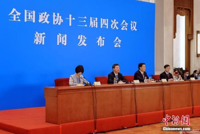 3月3日,全国政协十三届四次会议新闻发布会在北京举行,大会新闻发言人郭卫民向中外媒体介绍本次大会有关情况并回答记者提问。图为新闻发布会主会场。 中新社发 钟欣 摄