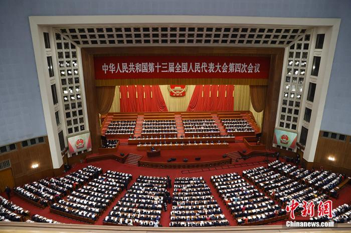 资料图:3月5日,第十三届全国人民代表大会第四次会议在北京人民大会堂开幕。 中新社记者 杜洋 摄