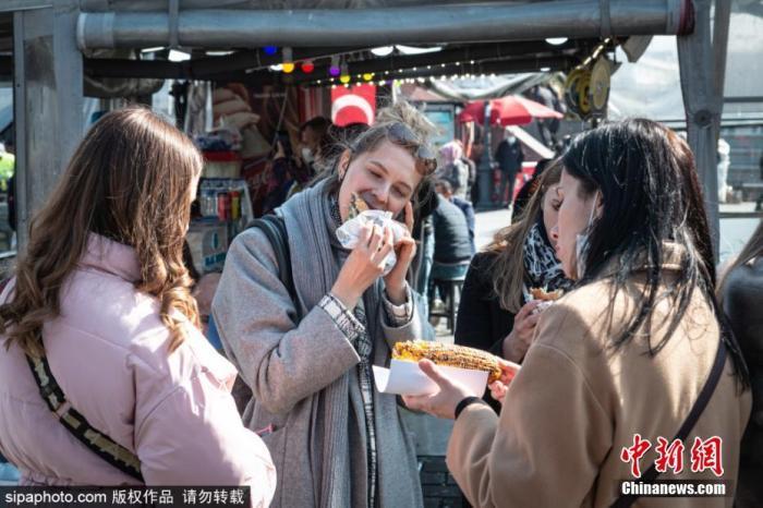 当地时间2021年3月4日,土耳其伊斯坦布尔,疫情下的餐馆与民众生活。