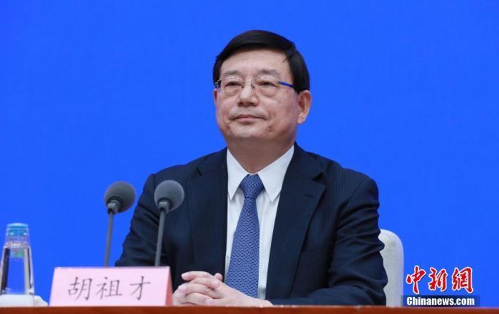 """3月8日,中国国务院新闻办公室在北京举行新闻发布会,介绍深入贯彻新发展理念,确保""""十四五""""开好局起好步有关情况,并答记者问。中新社记者 杨可佳 摄"""