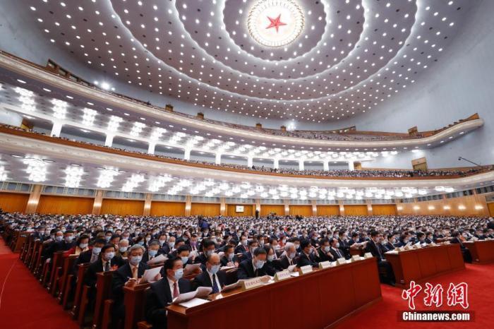 3月8日,十三届全国人大四次会议在北京人民大会堂举行第二次全体会议。 中新社记者 盛佳鹏 摄