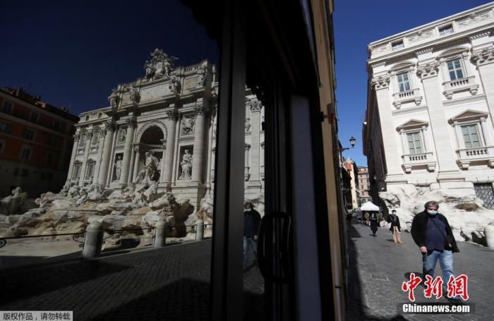 当地时间3月15日,意大利罗马,特雷维喷泉旁的酒吧关闭。