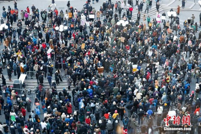 当地时间3月19日,美国纽约民众在曼哈顿联合广场集会,反对歧视亚洲族裔。美国近期不断发生针对亚洲族裔的歧视与仇恨犯罪事件。 <a target='_blank' href='http://www.chinanews.com/'>中新社</a>记者 廖攀 摄