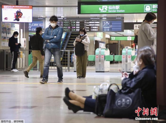 資料圖:日本車站內,進站民眾佩戴口罩。