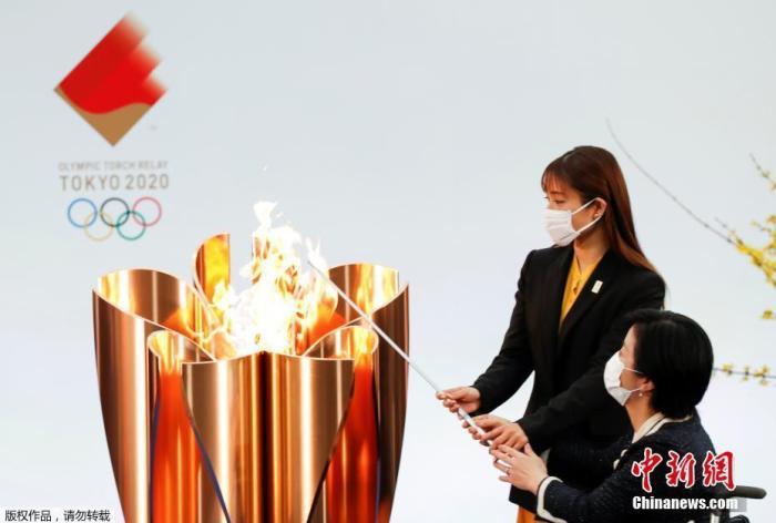 石原里美与残奥运带动参加点燃圣火。