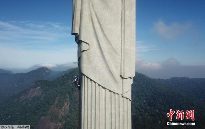 偷爬上巴西里约基督像看日出 2名法国游客被逮捕