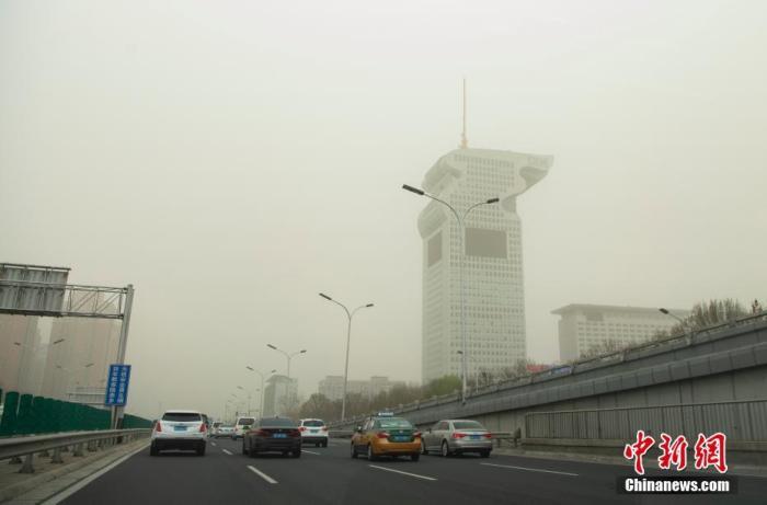 北京受到强沙尘天气影响 空气质量已达严重污染