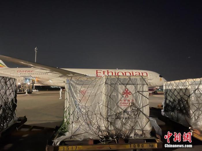 北京时间3月30日,中方向埃塞俄比亚援助和出口的新冠疫苗由北京启运。