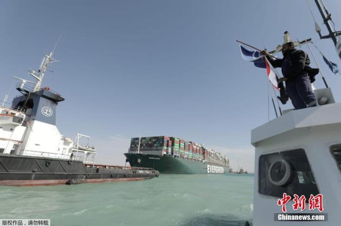 当地时间3月29日,搁浅在苏伊士运河中的重型货船已经脱困,运河交通将逐步恢复。