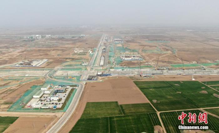 图为3月31日,航拍雄安新区启动区建设现场。 中新社记者 韩冰 摄