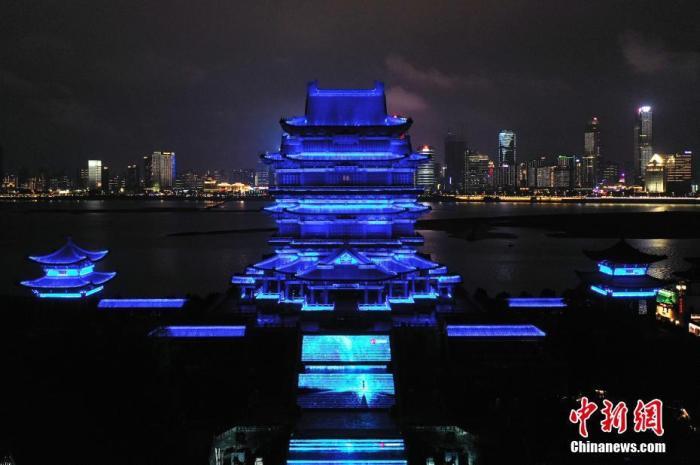 """灵异空间中国18座历史文化名楼为""""星星的孩子""""点亮蓝灯"""