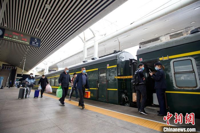《【摩登3娱乐账号注册】全国铁路迎返程客流高峰 4月5日预计发送旅客1425万人次》