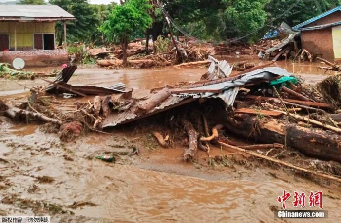 印尼洪灾已致55人死亡40人失踪 总统向遇难者致哀
