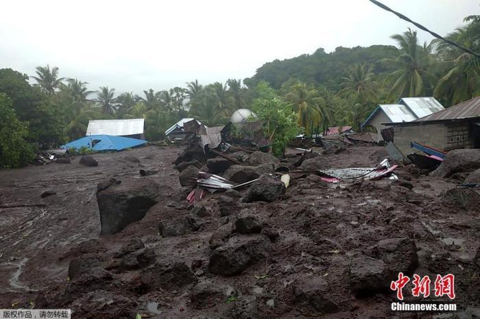 哈利波特2高清印尼东努沙登加拉省洪灾致死人数升至68人