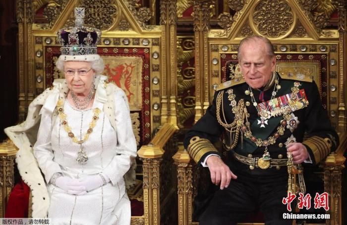 资料图:英国女王伊丽莎白二世与丈夫菲利普亲王。