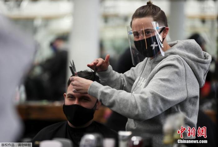 英国一周新增确诊33万人 德尔塔毒株这一新亚型引担忧