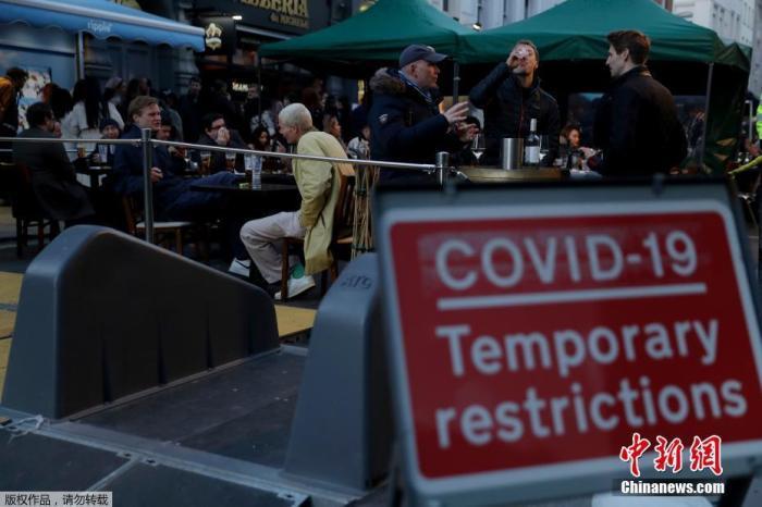 当地时间2021年4月12日,英国进入放松疫情封锁措施的第二阶段。酒吧和餐馆可以在室外营业。