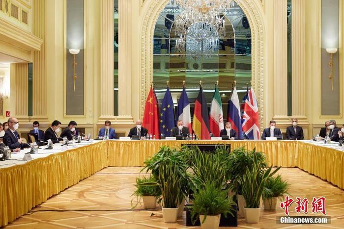 当地时间4月15日,伊核问题全面协议联合委员会新一轮政治总司长级会议在奥地利维也纳举行,继续讨论美伊恢复履约问题。中新社发 欧盟驻维也纳代表团 供图
