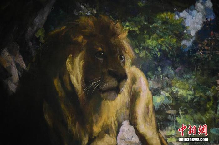 4月19日上午,香港佳士得揭曉中國現代藝術巨匠徐悲鴻的油畫《奴隸與獅》,該作品以古羅馬傳說與伊索寓言為基礎,弘揚人文關懷的力量,以獅子寄托藝術家對國家崛起的信念。該作品估價高達3.5億港元至4.5 億港元,將于2021年佳士得香港春拍中亮相。圖為《奴隸與獅》中獅子的形象。<a target='_blank' href='http://www.woodcuttr.com/'>中新社</a>記者 李志華 攝