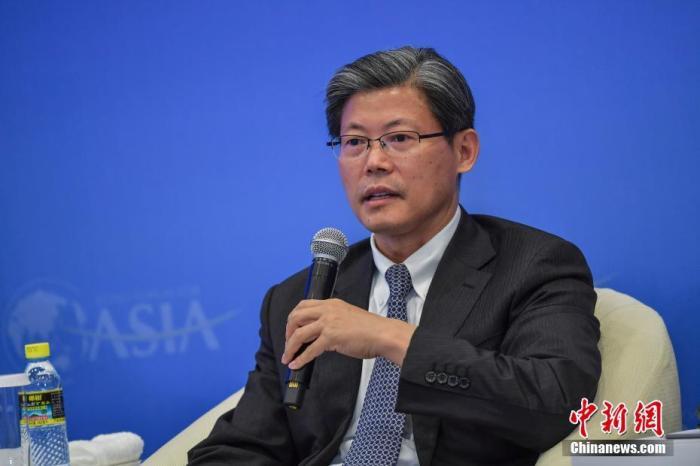 """4月19日,海南博鳌,博鳌亚洲论坛2021年年会举行""""金融开放与金融合作""""分论坛。图为中国国家外汇管理局副局长宣昌能出席并发言。<a target='_blank' href='http://www.senbaojiuzhuang.cn/'>中新社</a>记者 骆云飞 摄"""
