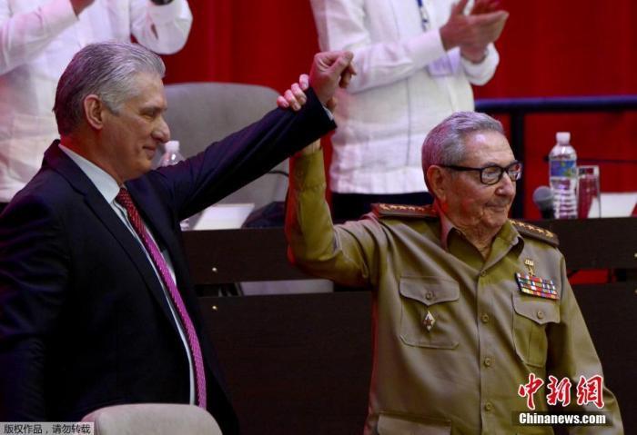 当地时间4月19日,哈瓦那消息:据古巴拉丁美洲通讯社报道,古巴共产党第八次全国代表大会当地时间19日闭幕,迪亚斯·卡内尔(左)当选古巴共产党中央委员会第一书记。