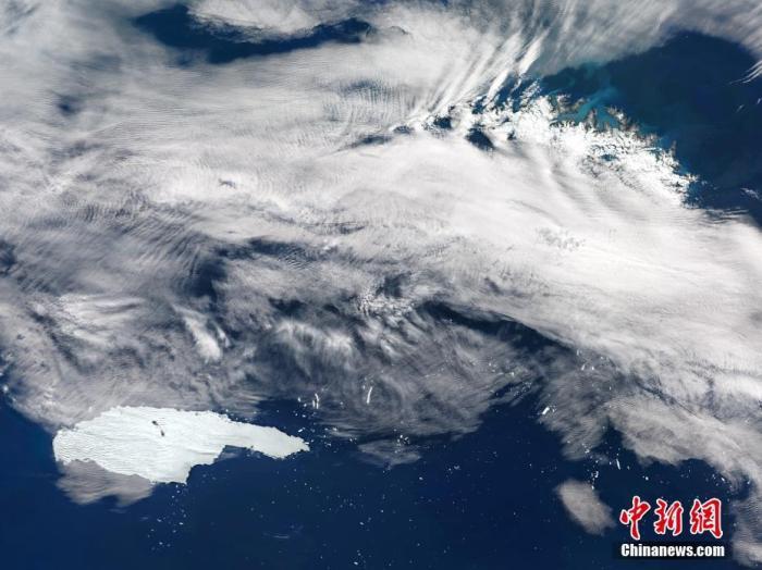 资料图:当地时间2020年12月2日,南乔治亚岛,世界最大冰山A68a正向南乔治亚岛漂移。图片来源:视觉中国
