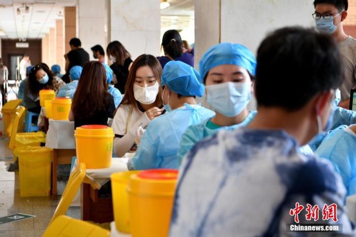 资料图:接种新冠病毒疫苗 。a target='_blank' href='http://www.chinanews.com/'中新社/a记者 李嘉娴 摄