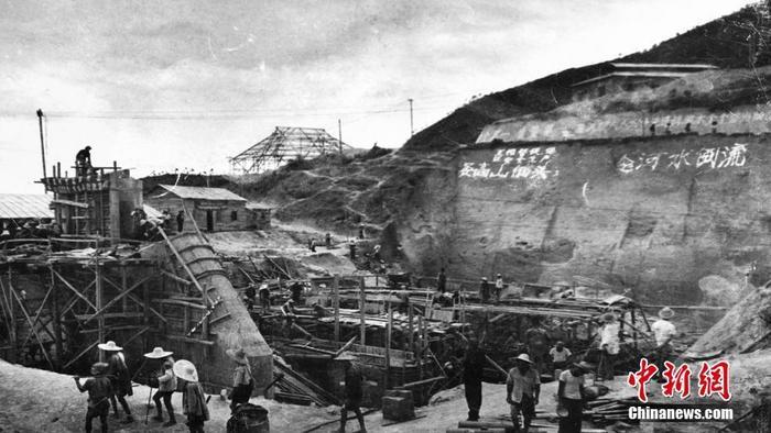 """""""要高山低头、令河水倒流""""是东深供水工程成立者的口号。(粤海集体供图 )"""