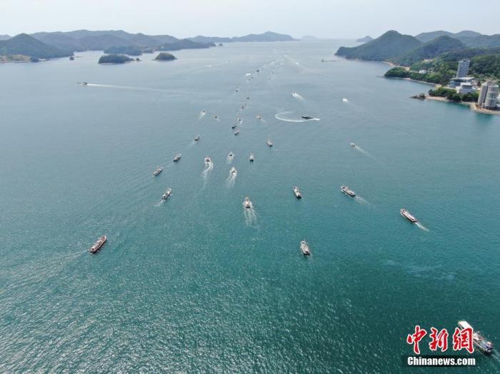 4月26日,在韩国庆尚南道统营市,350艘渔船集体出海,抗议日本将核污水排入海的计划。<a target='_blank' href='http://www.chinanews.com/'>中新社</a>发 韩国统营巨济环境运动联合会 供图