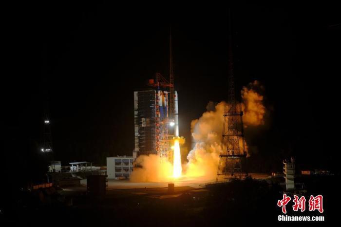 北京时间5月7日2时11分,中国在西昌卫星发射中心用长征二号丙运载火箭,成功将遥感三十号08组卫星发射升空,卫星进入预定轨道。 郭文彬 摄