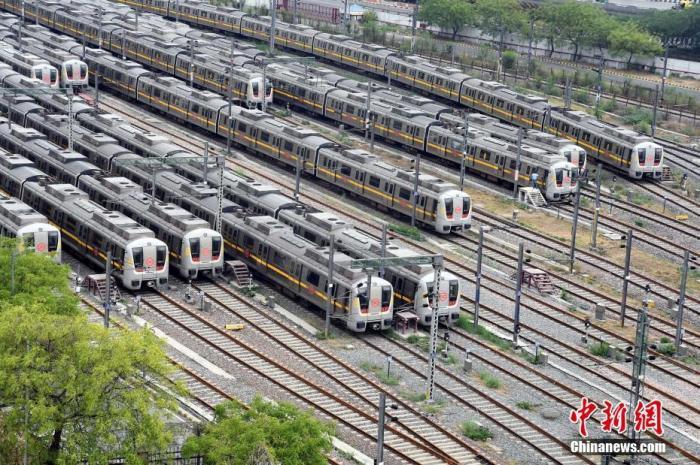资料图:内地时间2021年5月10日,印度新德里,大量火车停在车站。图片来历:视觉中国