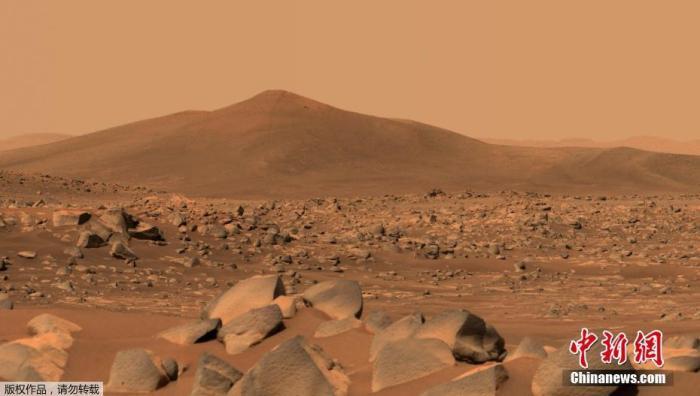 """2021年5月12日讯,NASA当地时间5月12日公布""""毅力号""""于4月29日用毅力号桅杆相机Mastcam-Z拍摄的火星山丘""""圣克鲁斯""""的照片。"""
