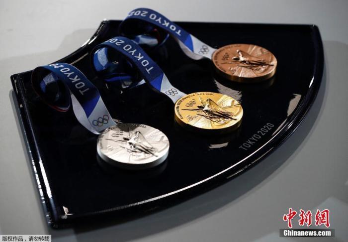 当地时间6月3日,东京奥运会倒计时50天纪念仪式在在东京有明体育馆举行。图为奥运会奖牌。