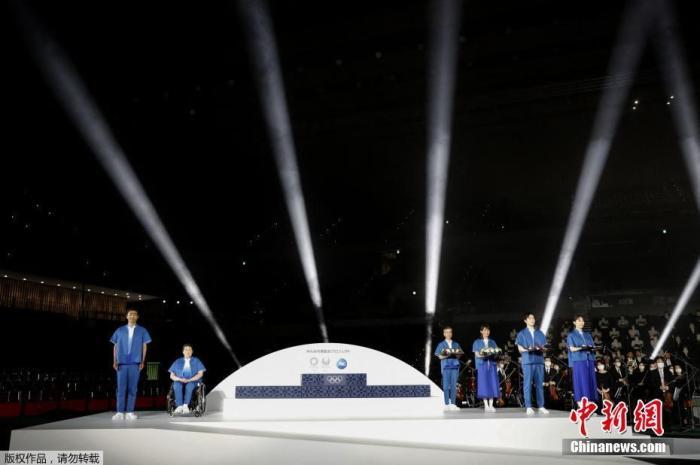 东京奥运会颁奖台、音乐及颁奖志愿者服装亮相