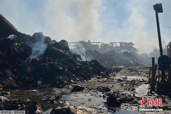 美国凤凰城发生罕见大火 200名消防员出动灭火