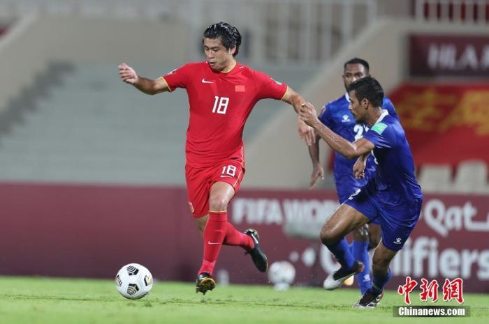 当地时间6月11日,阿联酋沙迦,2022年卡塔尔世界杯预选赛亚洲区40强赛A组次轮的比赛中,中国队以5比0战胜马尔代夫队。图为张玉宁在比赛中。图片来源:视觉中国