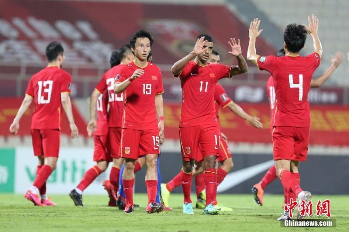 当地时间6月11日,阿联酋沙迦,2022年卡塔尔世界杯预选赛亚洲区40强赛A组次轮的比赛中,中国队以5比0战胜马尔代夫队,取得世预赛3连胜。图片来源:视觉中国