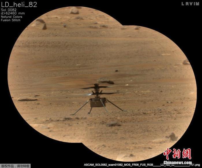 """当地时间6月13日,美国国家航天局公布当5月14日,毅力号火星车的超级相机远程显微成像仪(RMI)所拍摄的""""机智号""""直升机。"""