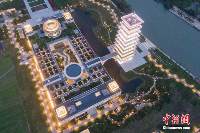 航拍夜色中的中国大运河博物馆。 泱波 摄