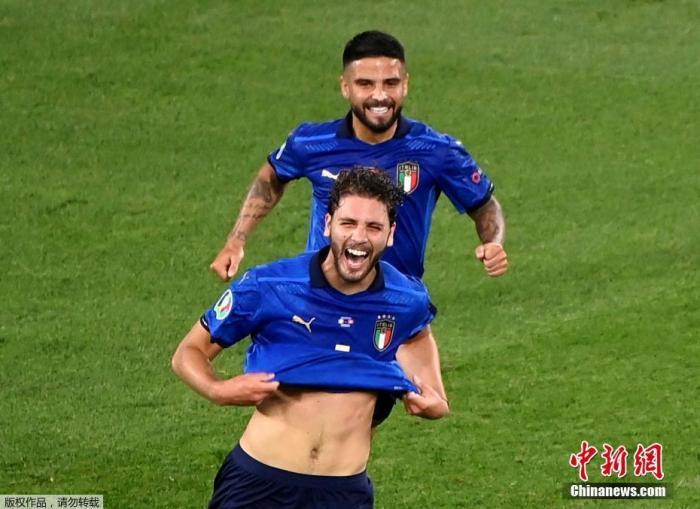 资料图:意大利球员洛卡特利在比赛中。