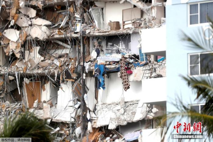 圖為受損的高樓一片狼藉。