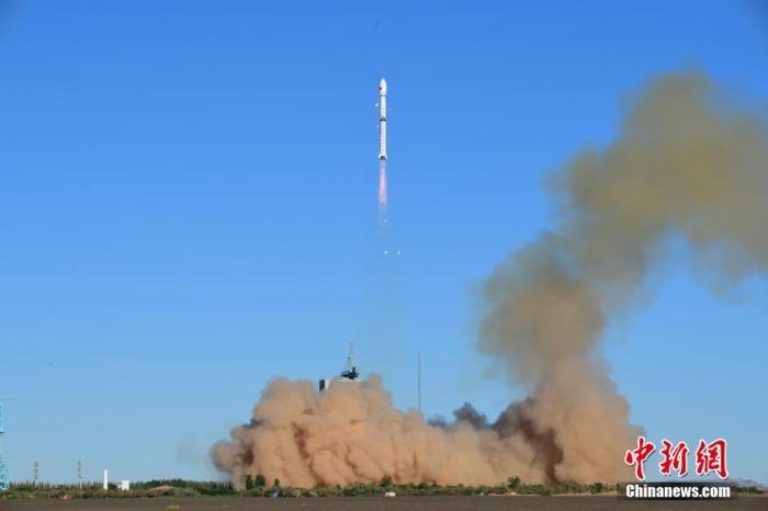 7月5日7时28分,中国在酒泉卫星发射中心用长征四号丙运载火箭,成功发射风云三号E星。汪江波 摄