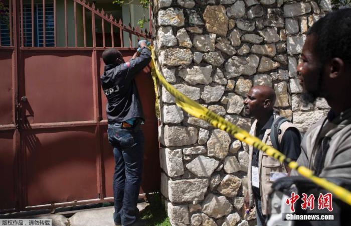当地时间7月7日,海地首都太子港,海地总统莫伊兹的居所门口拉起警戒线,在其住所室内以及室外的地上有散落弹壳。